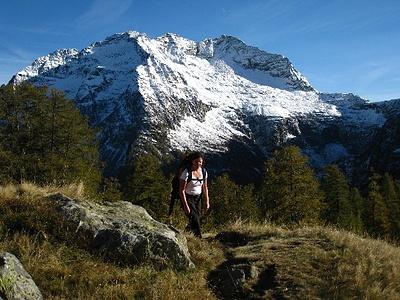 Alpe Sponda, im Hintergrund Poncione Croara 2574m (links) und Cima Bianca 2612m (rechts)