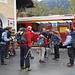 Ankunft der Hikrs am Bahnhof Ardez