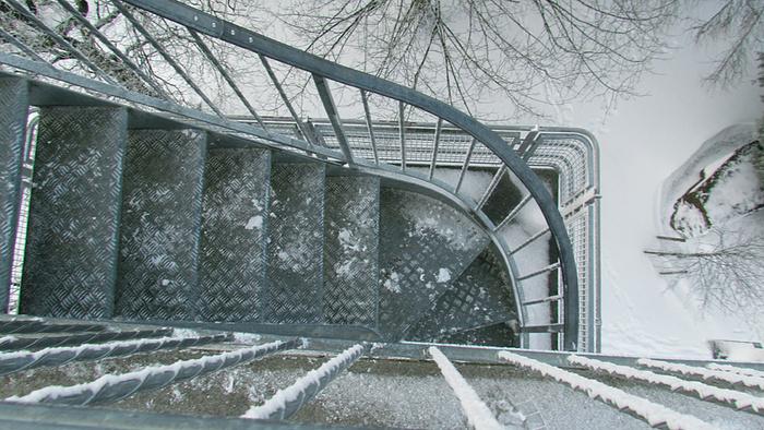 Ein Bild, das draußen, Schnee, Gebäude, Brücke enthält.  Automatisch generierte Beschreibung