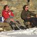 Bergtiger und Schlumpf geniessen die Zeit mit Bier und Salzigem