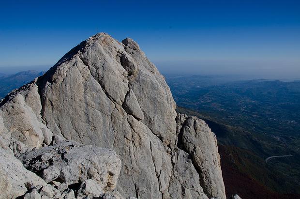 """Der Ausstieg aus dem berühmten """"Loch"""" - schon fast auf dem Gipfel."""