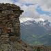 Gipfelsteinmann Muot la Sella, am Horizont Piz Fliana und die beiden Piz Buin