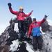 Gipfelfreude in 5200 m Höhe, mit eisigem Wind im Nacken