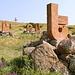 Im Park des Alphabets bei Aparan - Die armenischen Buchstaben sind aus ca. 2 m hohen Tuffsteinplatten gearbeitet.