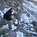 Nordseitiger Abstieg von der Jakobspitze Richtung Flaggerscharte: Felix testet meine Grödel.