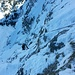 ...dann über verschneite, teils komplett brüchige Platten hoch zum Stand. Dafür gibt's beim Blick nach unten das absolute Nordwand-Feeling und das in der Rubihorn Nordwand! Das kann man einfach nur genießen.  :)