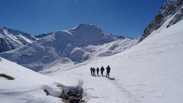 Auf geht's - Abstieg vom Oberalppass