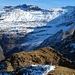 Nochmals Piz di Strega. Der Aufstieg führt von der Alpe di Caldözz (ganz links) rauf in die Felsen, dann wird die ganze Flanke von links unten nach rechts zum Grat aufgestiegen, dem anschliessend die letzten etwa hundert Meter bis zum Gipfel gefolgt wird (meine Mrs. Garmin ist bereits mit den GPS-Daten gefüttert worden).