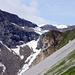 Blick Richtung Claridenhütte (2453m), die etwas links der Mitte auf dem Grat erkennbar ist.
