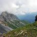 Blick zurück von der Claridenhütte zum Sattel bei P.2039. Es braut sich etwas zusammen...