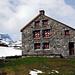 Die Claridenhütte SAC (2453m). Links der Tödi, rechts Richtung Clariden.