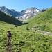 Aufstieg über die Weiden des Val Plazbi