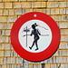 """Nacktwandern generell verboten? Oder nur für Frauen? - Merkwürdige Verbotsschilder im Appenzell, hier am Berggasthaus """"Scheidegg"""""""