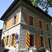Stattliches Bürgerhaus dekoriert mit den Genfer Farben