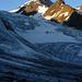Unterhalb des Vernagl-Eisbruchs - die Weißkugel zeigt sich im ersten Sonnenlicht. Der gesamte Nordgrat im Überblick