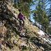 Etwas ruppiger Abstieg vom Westgipfel durch steilen Wald