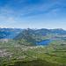 Ausblick nach Schwyz, Brunnen und zum Rigi Massiv auf dem Weg zum Vorgipfel des Kleinen Mythen. Ein kurzer Pfad im Wald führt zu diesem Aussichtspunkt.