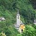 Blick von Loco auf die Kirche in Auressio, an der ich im Aufstieg vorbei gekommen bin