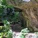 Brücken und Felsen säumen die Twannbachschlucht.