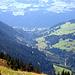 Blick zurück über Pigniu ins Tal des Vorderrheins