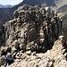 Der letzte Pinnacle wird über das breite Band in der Nordflanke erreicht.