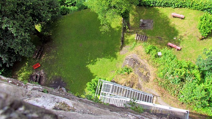 Ein Bild, das draußen, Gras, Zug, Spur enthält.  Automatisch generierte Beschreibung