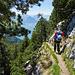 Der Abstieg in Richtung Zilistock ist an vielen Stellen ausgesetzt aber durchgehend sehr gut mit Ketten versichert.