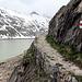 Der Eintritt in den Wanderweg, entlang des Oberaarsees.