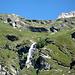 la cascata dell'emissario del lago Lunghin (zoom sfuocato)
