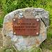 Gedenkstein am Gipfel des Falben.