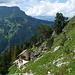 Ankunft bei der wunderbar gelegenen Engelhornhütte. Darüber Tschingel und Brienzergrat
