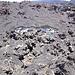 Sotto la lava si ritrovano degli strati di neve che risalgono a diversi decenni fa.