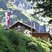 <b>Mi concedo la prima sosta caffè dopo un'ora e un quarto di cammino, alla Grawandhütte (1636 m), a poca distanza da una bellissima cascata che precipita dallo Schönbichler Kar, sul versante opposto della valle.</b>