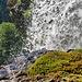 Tolle Sicht vom Durchgang unterhalb des Wasserfalls