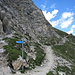 Hier trifft von links aus der Ostflanke der Abstiegsweg auf den Wanderweg zwischen Plattjen und Britanniahütte