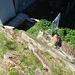 das einzige Tor auf dem Weg zum/vom Südost-Gipfel 2206m durch die Gipfel-Installation, das nicht geöffnet war, aber über den Fels leicht umgangen werden konnte