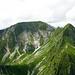 Schibe (Bildmitte, 2151m) und rechts davon die Galiteflue. Selbes Bild [http://www.hikr.org/gallery/photo21110.html?post_id=3473#1 im Winter] [U Agung]