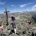 la croce di vetta....impossibile fotografare senza persone a meno che stare in cima per qualche ora......