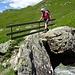 Festhalten ist angebracht: Brücke über den Bach im Val da Natons