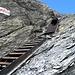 Treppen erleichtern den Aufstieg zum Pass