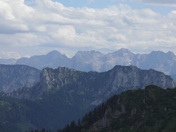 im Hintergrund die Loferer Steinberge