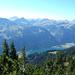 Kurz vor dem Gipfel des Schartschrofens. Blick nach Südwesten über den den Haldensee im Tannheimer Tal hinweg, hinein in die nördlichen Algäuer Alpen.