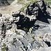 Abseilen zum ersten. Vorne, beim grossen Stein, bzw. dahinter ist die Abseilstelle 2.
