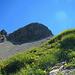Laut AV-Führer führt der leichteste Anstieg zum Hanflender von der Schwarzen Furka über das Schuttfeld unterhalb des Gipfelschrofens vorbei bis zur Rinne links davon. Dann über Schutt und Fels hoch zur markanten Scharte und nach rechts zum Gipfel.