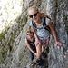 klettergewandte Mutter und Tochter im Aufstieg zum Chaisertor ...