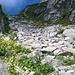 Prossimi ormai al Colle della Vecchia,il sentiero aggirera' la pietraia.