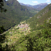 Rückblick ins Val di Ledro - unten Biacesa di Ledro mit dem Ausgangspunkt dem Parkplatz (dunkelgrau vor dem Ortskern)