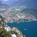 Ausblick nach Norden. Unten Riva del Garda mit Monte Brione 374m (rechts).<br />Weiter nördlich das Kletterdorado Arco.