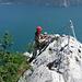 """Die luftige """"Schlüsselstelle"""" - wenn man dort steht hat man das Gefühl man könnte direkt in den See springen...sind ja nur knapp 700m."""