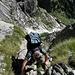 Eine kurze gesicherte Klettereinlage beim Felsband, man kann den Berg auch umgehen